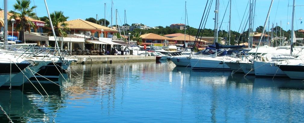 Location vacances saint raphael au bord de la - Restaurant port santa lucia st raphael ...